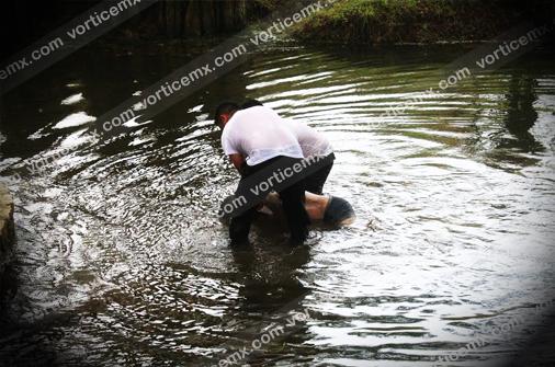 Lo encontraron flotando en una poza