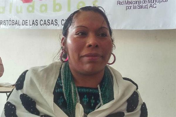 Queman casa de alcaldesa y retienen a pastor en Chenalhó