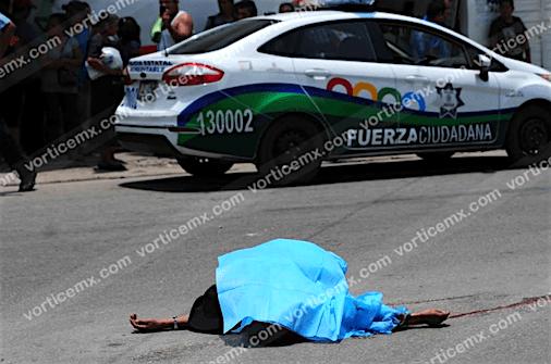 Hablaba por teléfono al cruzar la calle y murió atropellado