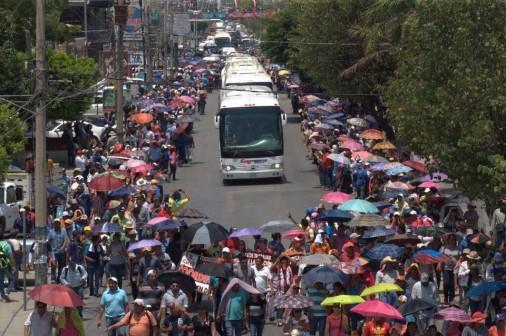 Inicia caravana de maestros chiapanecos hacia varios estados de la República