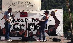 Artistas nacionales e internacionales comparten su talento en el bloqueo de San Cristóbal-Tuxtla