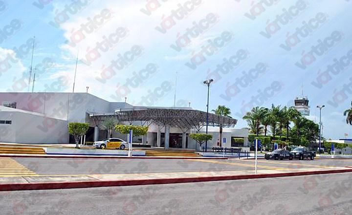 Detienen a un hombre con pasaportes falsos de Javier Duarte en aeropuerto de Chiapas