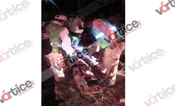 Se accidentan hermanos a bordo de una motocicleta; uno se encuentra grave