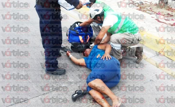 Atropellan a una mujer y resulta con fracturas; su estado es delicado