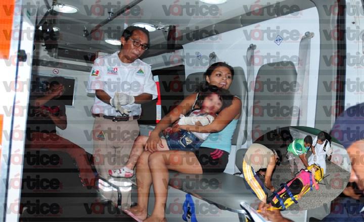 Atropellan a familia que viajaba en motocicleta y terminan en el hospital