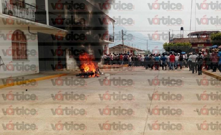 Pobladores exigen justicia ante feminicidio en Ángel Albino Corzo