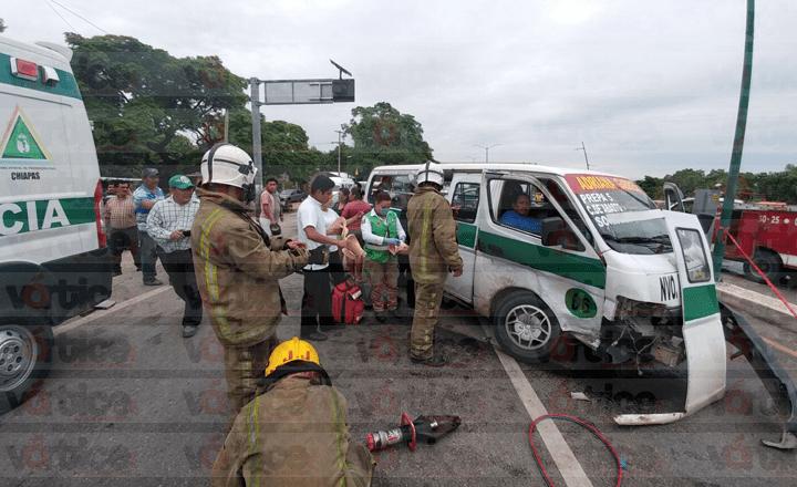 Colectivazo en Chiapa de Corzo deja al menos 10 heridos, uno de ellos prensado
