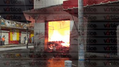 Se incendia pollería y dos negocios más en la zona centro de Tuxtla