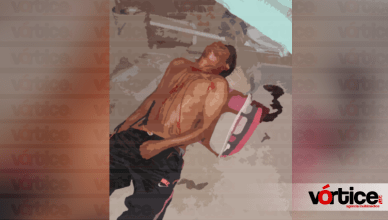 Cae joven del segundo piso de su vivienda en Tuxtla