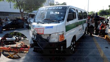 Encontronazo deja 15 pasajeros heridos en Chiapa de Corzo