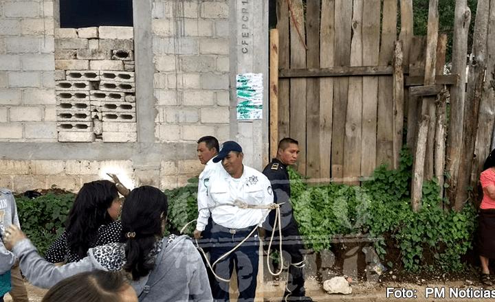 Amarran de un poste a tres policías de San Cristóbal