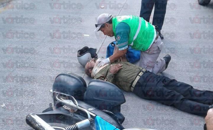 Veloz taxi atropella a sexagenario frente a la Torre Chiapas