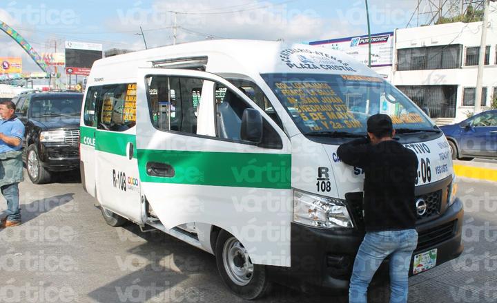 Carambolazo en Tuxtla deja ocho pasajeros heridos