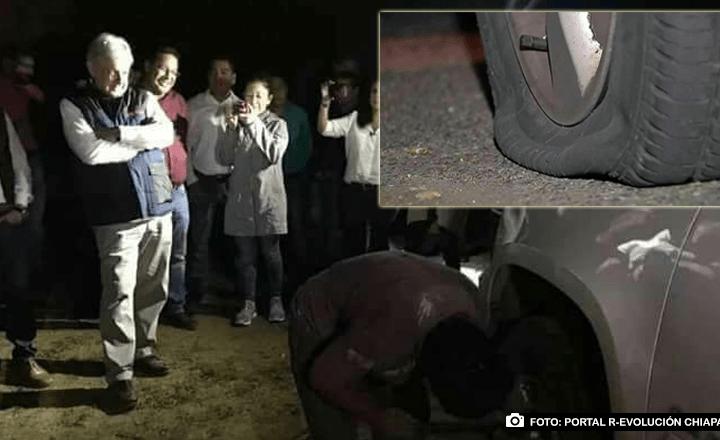 Le ponchan las llantas a la camioneta de AMLO en Chiapas