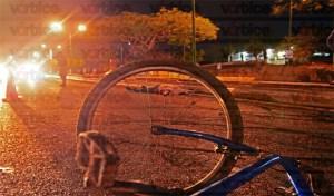Acelerado taxista atropella y mata a ciclista en Tuxtla