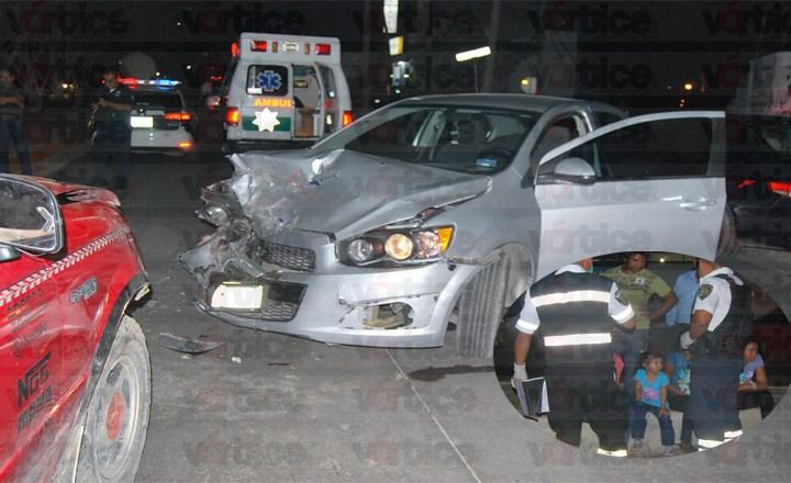 Aparatoso accidente de tránsito deja a cinco personas malheridas