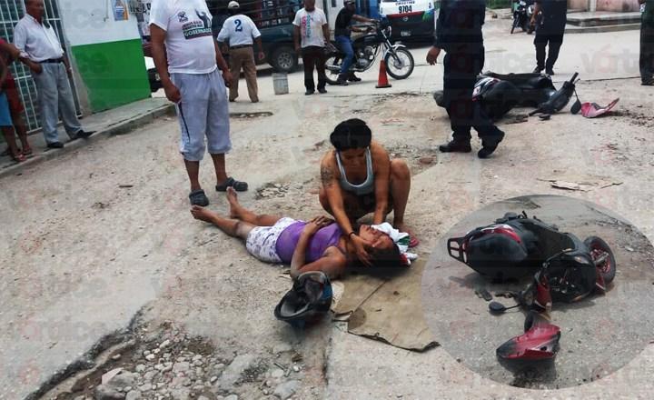 Termina jovencita con graves lesiones tras caer de su motoneta
