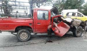 Familia muere prensada tras encontronazo en Villacomaltitlán