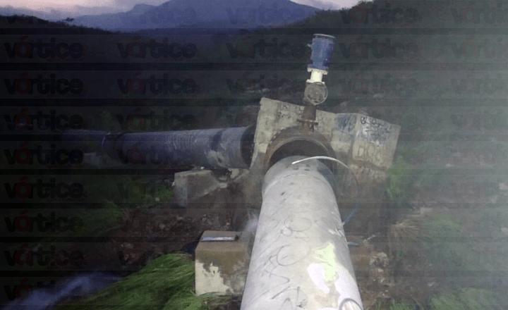 Fuga causa pérdida de miles de litros de agua y desabasto en colonias de Tuxtla