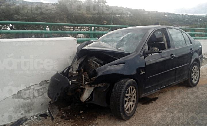 Muere conductor de compacto tras chocar contra un muro