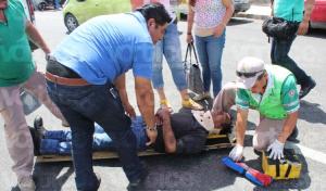 Cayó de su moto por culpa de un perro