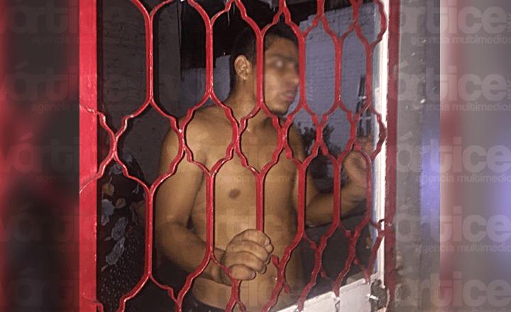 Huye asaltante de ser linchado y se refugia en su vivienda