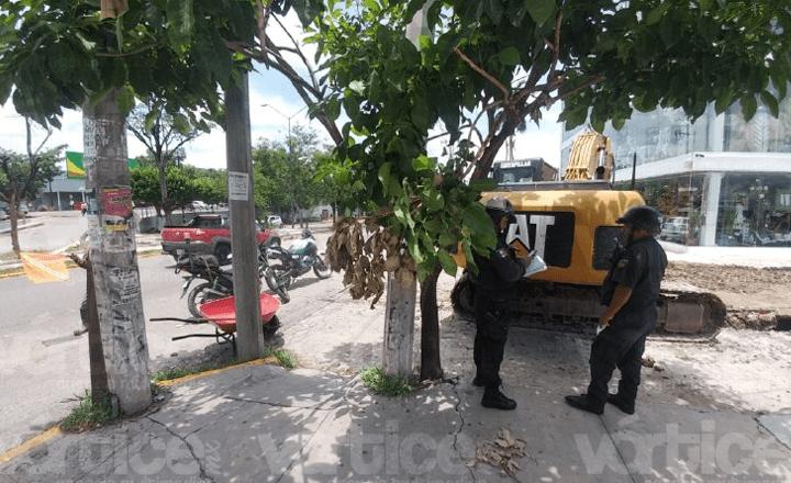 Obrero casi muere sepultado por un alud de tierra
