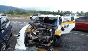 Muere taxista y pasajera tras choque en la autopista Tuxtla – San Cristóbal
