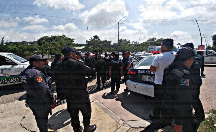Golpean y apedrean a policías de Tránsito por intentar infraccionar a una conductora