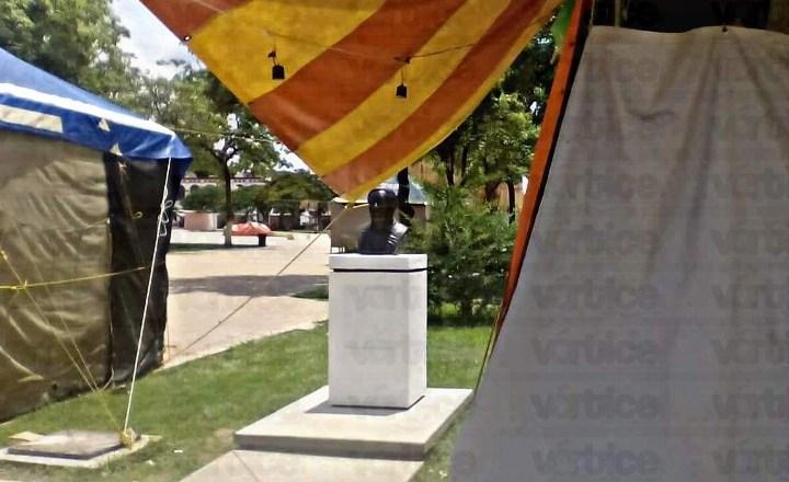 Desaparece placa del busto del artesano Antonio López Hernández