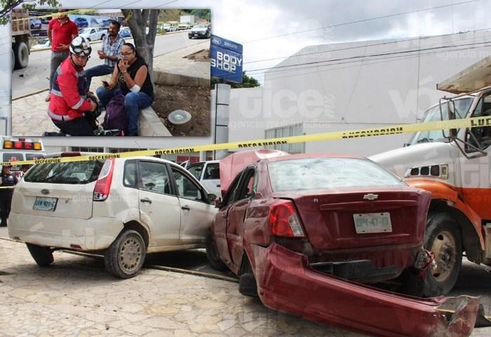 """Volteo """"destroza"""" a dos coches particulares en carambolazo"""