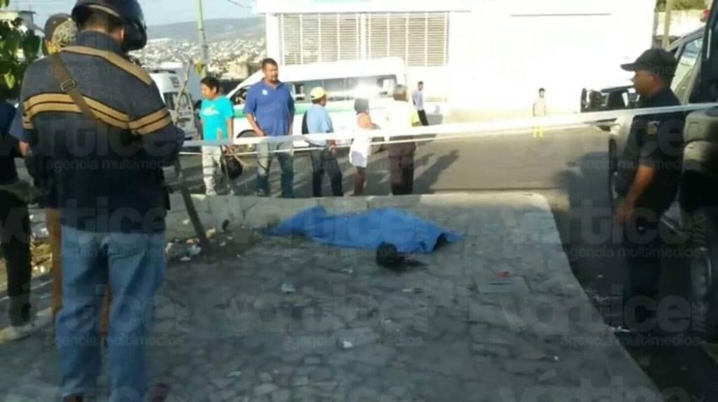 Probaban su motocicleta y uno de los jóvenes muere al derrapar