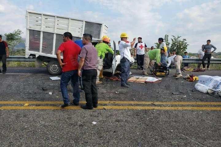 Encontronazo frontal deja un muerto y varios heridos