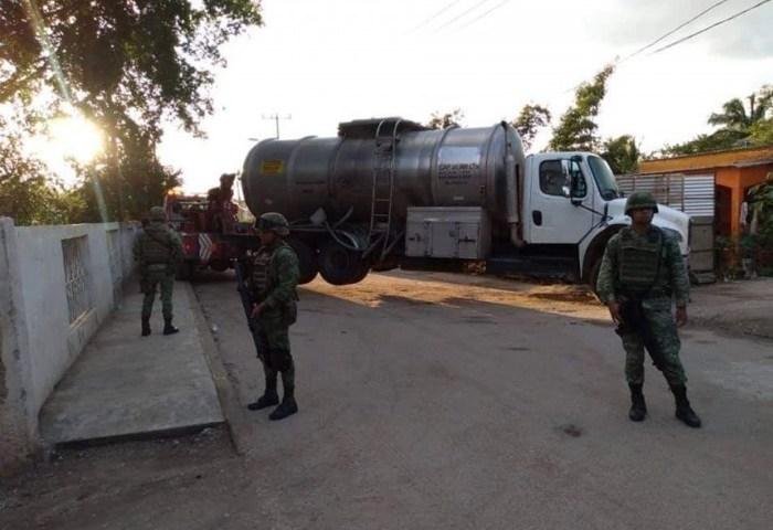 Aseguran pipas y gasolina a presuntos huachicoleros en Chiapas