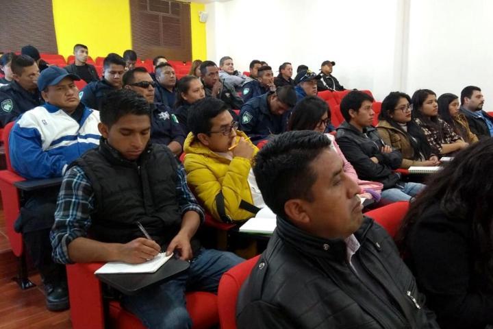 Capacita Fiscalía a servidores públicos de la región Altos