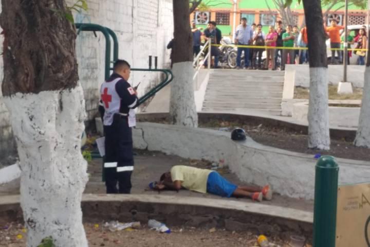Asesinan de una puñalada en el cuello a quincuagenario