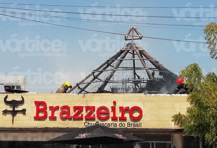 "Se incendia la palapa del ""Brazzeiro"" y una dama se intoxica"