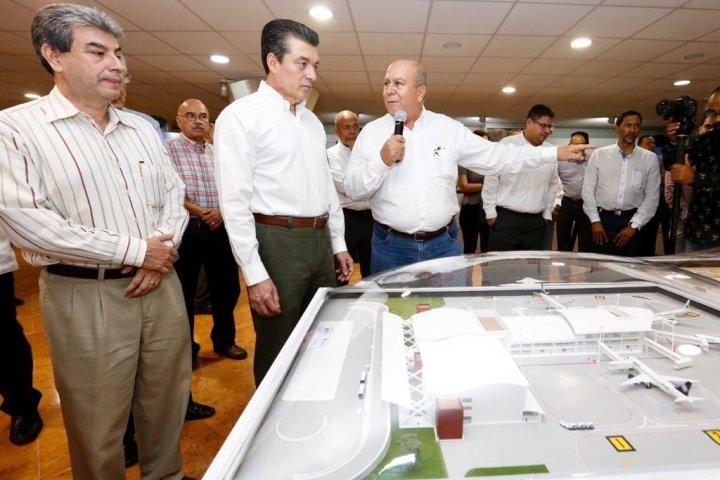 """Anuncia Rutilio Escandón ampliación del Aeropuerto """"Ángel Albino Corzo"""