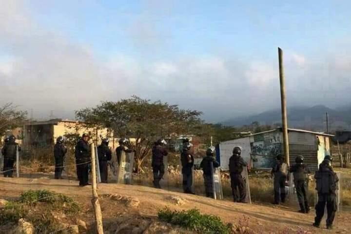 Detienen a 26 personas durante desalojo de predio en Berriozábal