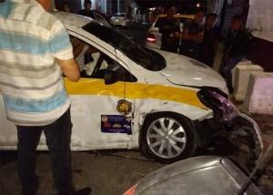 Taxista choca contra vivienda en el centro de Tuxtla