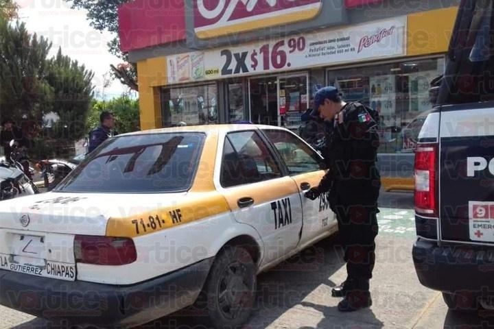 Taxista asalta tienda OXXO en Tuxtla y es detenido