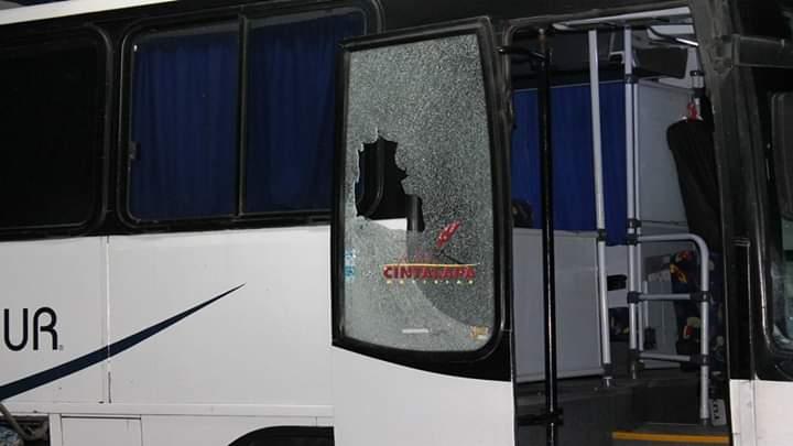 Les quitan sus pertenencias a pasajeros de autobús