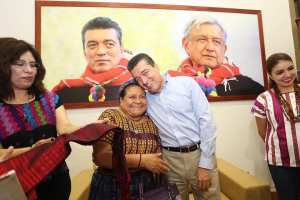 Reconoce Rigoberta Menchú al gobierno de Rutilio Escandón por su labor para lograr la paz
