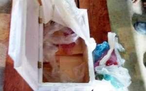 Entregan ataúd de bebé vacío; lo rellenaron de basura