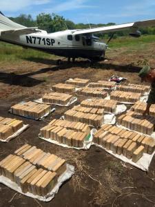 Aseguran avioneta con 450 kilogramos de droga