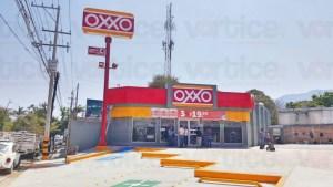 Asaltan tienda OXXO a plena luz del día