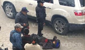 ¡Entre compas! Chocan dos motociclistas en San Cristóbal