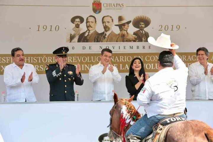 Atestigua Rutilio Escandón desfile conmemorativo del CIX Aniversario del inicio de la Revolución Mexicana