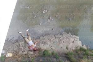 Golpean y arrojan a un joven de un puente al río Sabinal