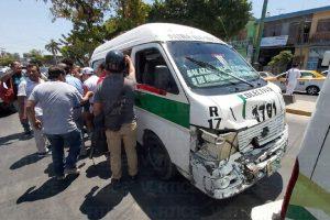 Colectivazo deja 6 pasajeros de heridos en Tuxtla